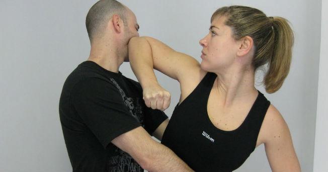 Defensa personal para golpes frontales y traseros